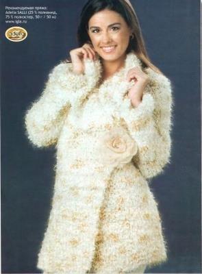 Как связать теплое женское пальто
