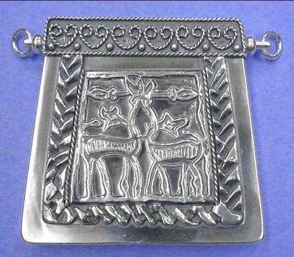 Współczesna, wykonana ze srebra, replika kaptorgi z X-XIw. Znalezisko z Chełmu Drezdeneckiego X- XIw.