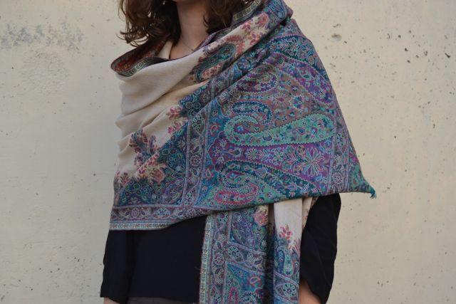 pashmina en cashmere y color crema en azules de la tienda onlyou on line de bufandas, fulars, bisuteria, piel, etc..