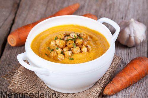 Морковный суп-пюре с хрустящим нутом