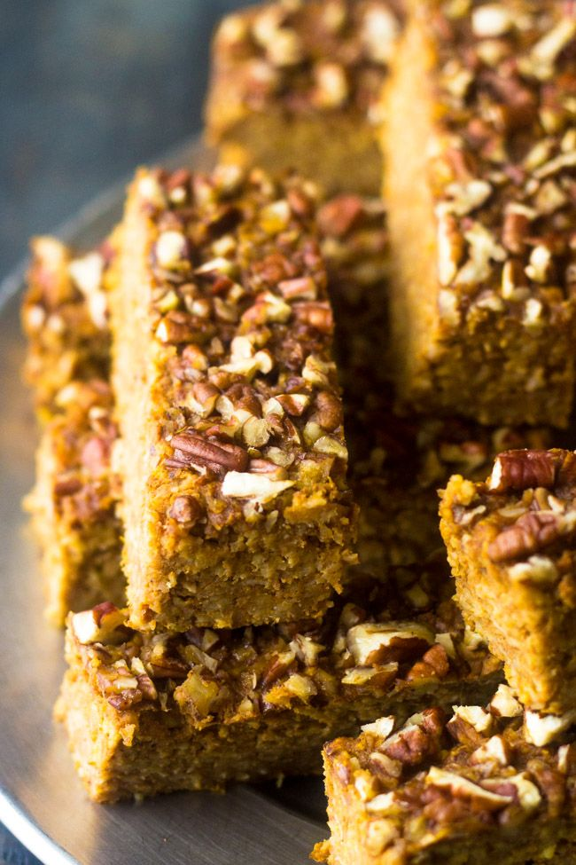 Pumpkin Protein Bars - They taste JUST like pumpkin pie but are easy, #glutenfree and great for on the go breakfasts or snacks!