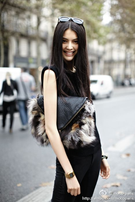 : Street Fashion, Asian Models, Fashion Models, Black Leather, Street Styles, Fashion Accessories, Fur Bags, Furry Friends, Styles Fashion