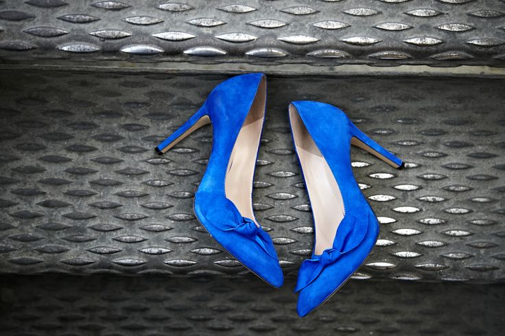 enliven a crisp white palette with a pop of cobalt blue or dress up a denim look with this classic pump. - Sole Society