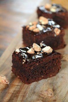 Zimt Brownies mit gebrannten Mandeln                                                                                                                                                                                 Mehr