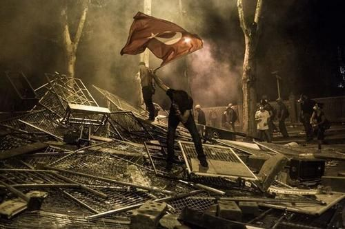 An iconic picture taken earlier today in Ankara. #occupygezi