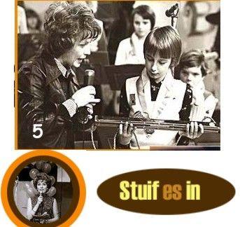 Vanaf 1968 heeft Ria Bremer 17 (!) jaar lang het programma Stuif es In gepresenteerd. De opzet was als volgt: laat kinderen op het toneel hun kunsten vertonen, een hobby of een bijzondere verzameli...