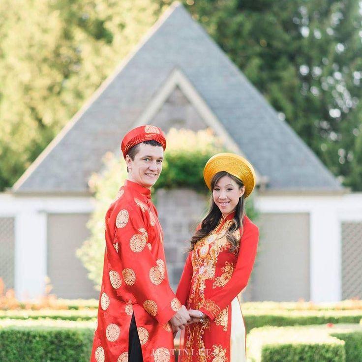Traditional Vietnamese wedding garb <3 #portlandphotographer #portlandweddingphotographer #portlandwedding #pdxweddings #oregonwedding #oregonweddingphotographer #portlandbride #portlandengagement #nwweddings #nwbrides #pnw #portlandbrideandgroom #oregonbride #portlandia #justinleeportland #oregonbridemag #junebugweddings #photobugcommunity #portland #portlandbrideandgroom #stylemepretty #lookslikefilm #smp #stylemepretty #portlandengagementphotographer #portlandengagement