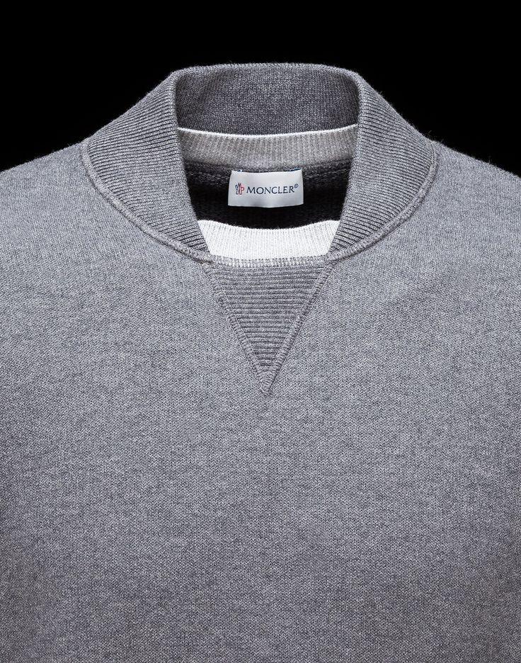COLLAR Jersey De Cuello Redondo Hombre Moncler: descubre todos los detalles de las características del producto y compra directamente online en el Store oficial Moncler. Envíos a todo el mundo.