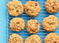 healthy toddler cookies-banana, peanut butter, applesauce...let's see what my kiddo thinks of them!: Fun Recipes, Oatmeal Breakfast Cookies, Makeahead Bananas, Brown Sugar, Healthy Cookies, Bananas Oatmeal Cookies, Make Ahead Bananas, Peanut Butter, Baking Soda