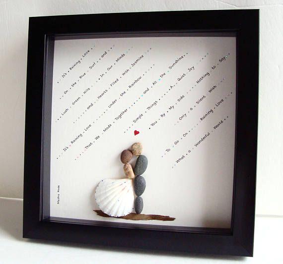 De único regalo de boda - compromiso Regalo - Navidad regalo pareja regalo - regalo de amor - novia y novio regalo - nupcial ducha regalo - arte canto para celebrar y apreciar la ocasión especial; un regalo excepcional que será atesorado por años. ✿ Arte Original del canto con un sentido de romance, misterio y magia. ✿ Viene en marco de estilo de la caja negra de la sombra de 8 x 8 pulgadas, alrededor de 1,5 pulgadas de profundo. Viene con el vidrio. Dimensiones exteriores del marco: 9 x 9…