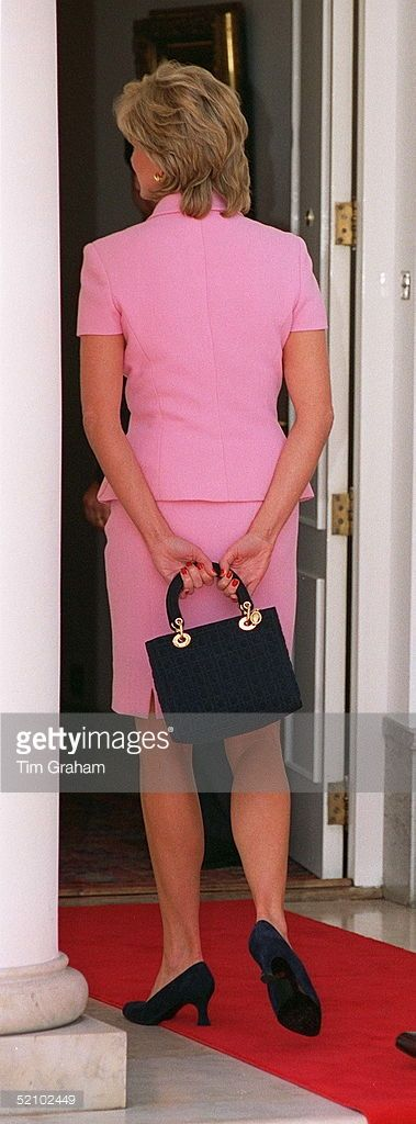 princess-diana-wearing-a-dress-designed-by-fashion-designer-versace-picture-id52102449 (379×1024)
