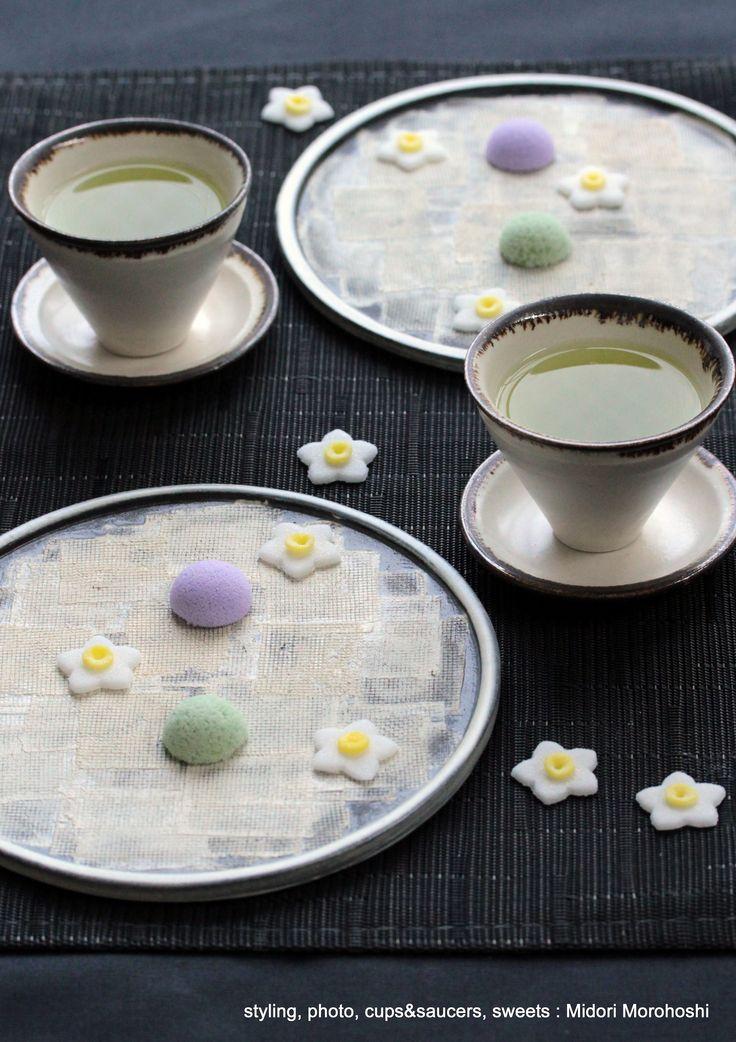 和菓子『季節の干菓子〜 Kisetsu-no-Higashi』 Japanese seasonal dried confectionery flavored with ginger and yuzu(Japanese citron) These match green tea, tea, champagne, wine, sake ! *styling / photo / cups, saucers andsweets : Midori Morohoshi(http://ameblo.jp/greenonthetable/imagelist.html)