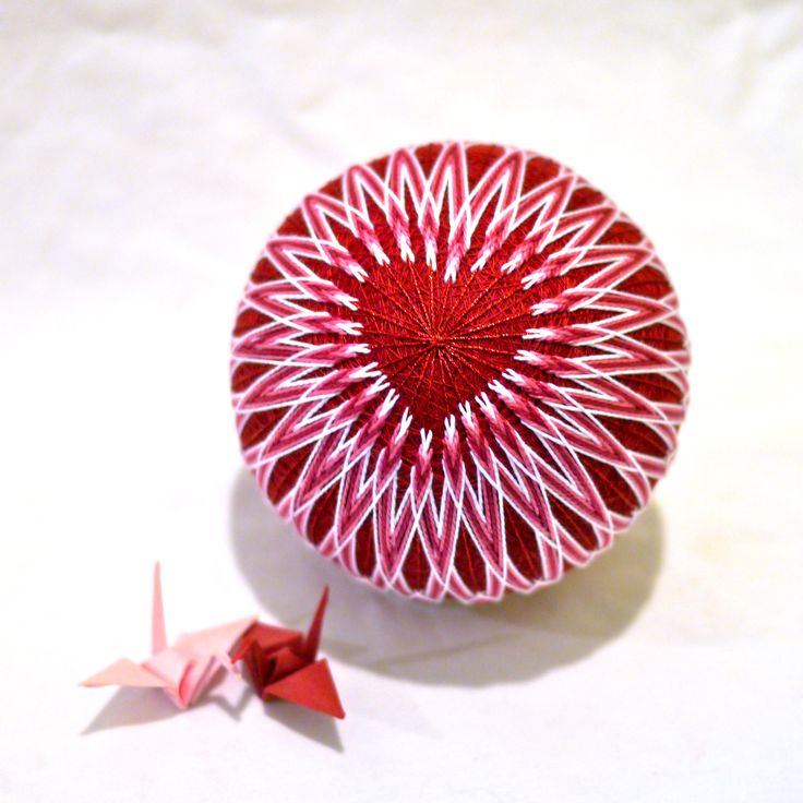 Happy Valentine's Day! This is a simplified (and color-modified) version of a temari Barb brought to the Campbell in October, which she based on a postcard she got from the Japan Temari Association...