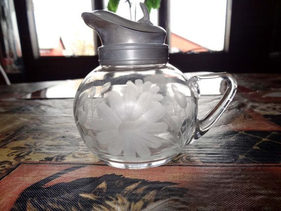 Clear Glass Syrup Pitcher/Dispenser Etched Daisies Home and Garden Kitchen and Dining Tableware Seveware Serving Pitchers and Carafes