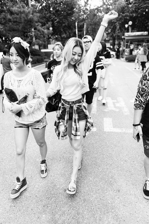 """Rise bir röportajında """"Hangi üyeyi yalnız bırakmak istemezsin?"""" sorusuna hiç düşünmeden EunB cevabını vermişti. Şimdi gerçekten sözünü tutup EunB'yi yalnız bırakmadı. Umarım iki kızım da orda mutlu olur."""