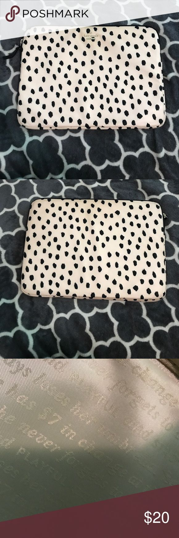 """Kate spade laptop case Kate spade laptop sleeve in great condition super cute pattern and it really padded so it'll keep you laptop case. Fits my 13"""" MacBook Pro kate spade Bags Laptop Bags"""
