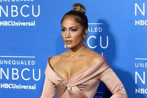 Jennifer Lopez viert tiende verjaardag tweeling met ontroere... - Het Nieuwsblad: https://www.nieuwsblad.be/cnt/dmf20180224_03375362
