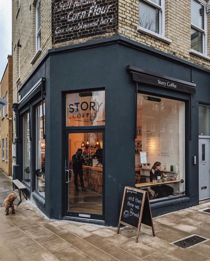 Another reason why I love living in South West London I am only a bus ride away from one of my favourite brunch spots - @storycoffeeldn. I had not been there for too long so happy to catch up with my friend @mondomulia there today. Just perfect! What is your favourite brunch spot?  #thisislondon  #prettycitylondon  #londonreviewed