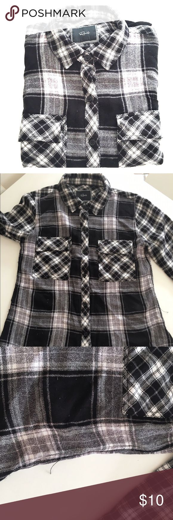Rails plaid black and white flannel size s Rails black and white flannel! Keep it cool and causal. Shirt is worn. Signs of pulls and pilling. Rails Tops Button Down Shirts
