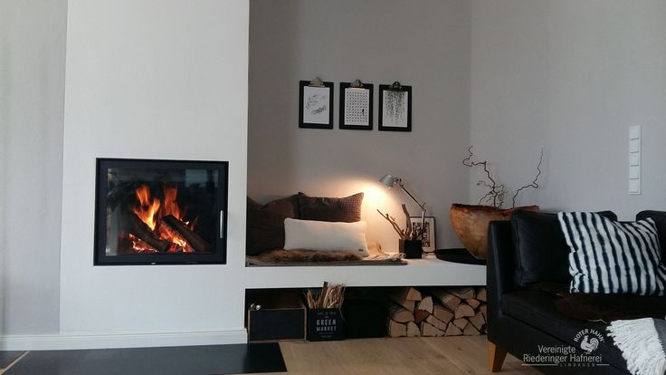 Moderner Heizkamin mit Frontscheibe und gemauerter Bank #moderner Heizkamin #Heizkamin #Ofen #moderner Ofen #Holz #Feuer #Wärme #Ofenkunst #fireplace #modern fireplace #Riederinger Hafnerei www.Ofenkunst.de