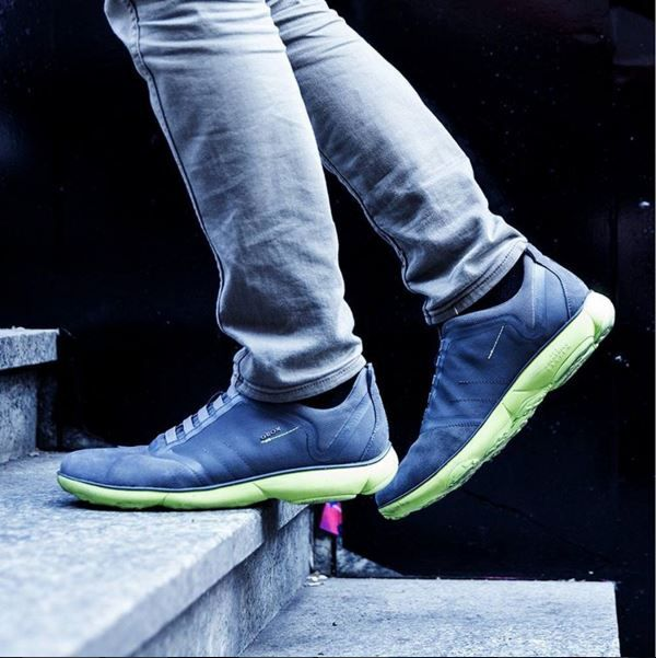 Nebula Gray/Green on feet
