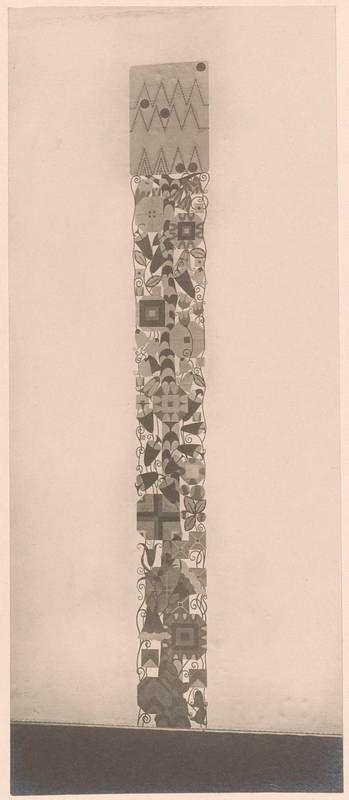 Objektbezeichnung: Fotografie Titel: Fotografie einer Wanddekoration, ausgeführt von der Wiener Werkstätte (vom Bearbeiter vergebener Titel), Insgesamt 34 Fotografien von Objekten aus der Ausstellung österreichischer Kunstgewerbe im MAK 1910/1911. (Titelzusatz) Entstehung / Datierung: Reiffenstein, Bruno, Fotograf, Wien, 1910 Wiener Werkstätte, Ausführung des abgebildeten Werks, Wien, vor 1910