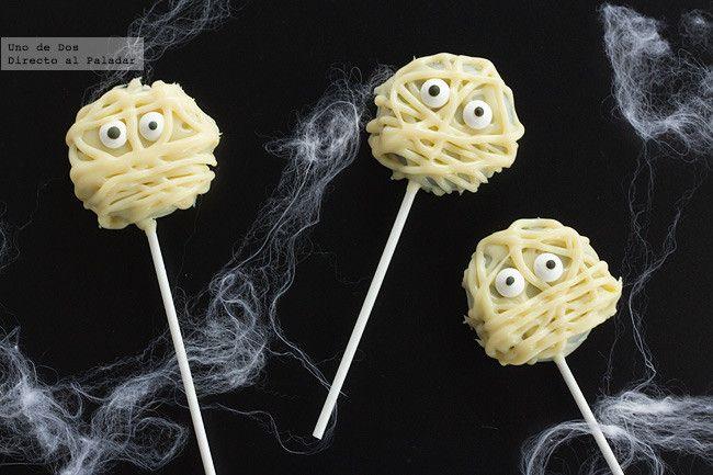 Piruletas momia de Oreo. Receta de Halloween http://www.directoalpaladar.com/postres/piruletas-momia-de-oreo-receta-de-halloween