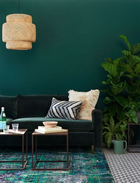 Mélange de tapis, différents tons de vert, petites tables à café, Ikea: Sinnerlig Pendant Lamp (From Moon to Moon)