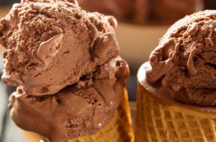 Τι πιο νόστιμο και δροσιστικό τις ζεστές μέρες του καλοκαιριου από ένα παγωτό; Και πόσο πιο τέλειο όταν αυτό το παγωτό το έχετε φτιάξει εσείς η ίδια;    Μία συνταγή που σίγουρα όλα τα μέλη της οικογένειας