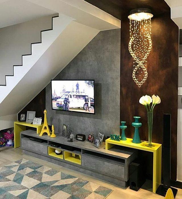 [#Inspiração] Perfeição 💛. Por: In foco design de móveis  #sala #homeinspiration #homedesign #homedecor #homesweethome #apartamentopequeno #construtoratenda #tendaconstrutora #moveisplanejados  #designdeinteriores #architecture #boanoitee