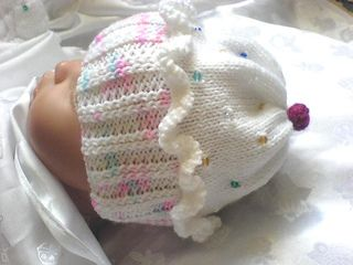 A knitting pattern to make a Cupcake Hat Set, comprising, Hat, Mittens and Boots, all are made using 4 ply yarn and I have added beads to the Hat and Mitts. The pattern is for size 18-20 inch Reborn Doll/0-3 months baby. Full instructions are given for threading beads onto yarn and incorporating them into the pattern