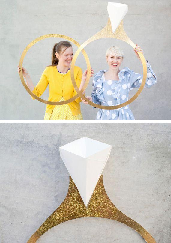 Anillos gigantes para fotomatón en Decoración y detalles en bodas y enlaces en exteriores e interiores