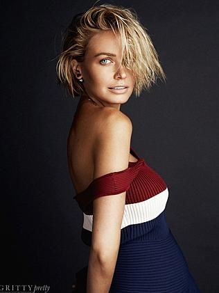 Pregnant Lara Bingle Worthington shows off bump for magazine shoot. #larabingle #samworthington #pregnancy