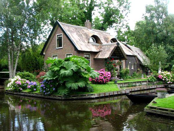 I love little cottages