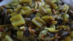 Khoreshte Karafs - Persisches Schmorgericht mit Staudensellerie. Persisches Essen ist einfach so unglaublich lecker! Und dieses Gericht ist ein wunderbares Winteressen. Dazu gibt es Basmati-Reis, Mast-o-Khiar (Joghurt-Gurken-Minz-Dip) und Salad Shirazi (persischer Salat).