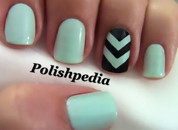 I wish I could do nails like this.