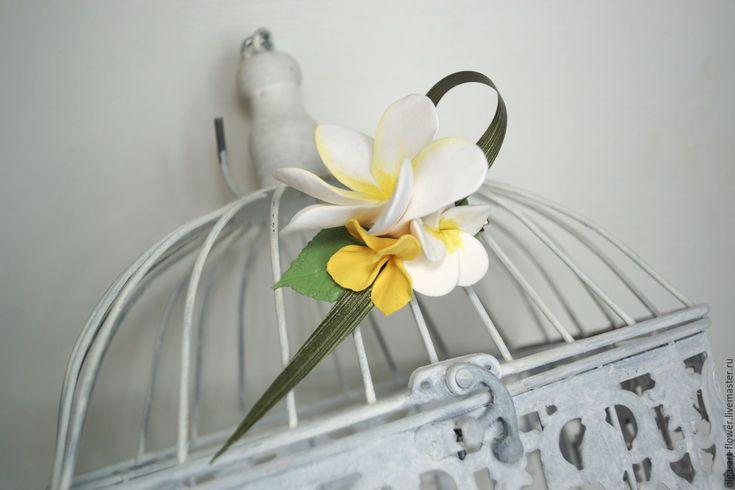 Купить Заколка для волос с цветком Плюмерии. - полимерная глина deco, украшение цветы