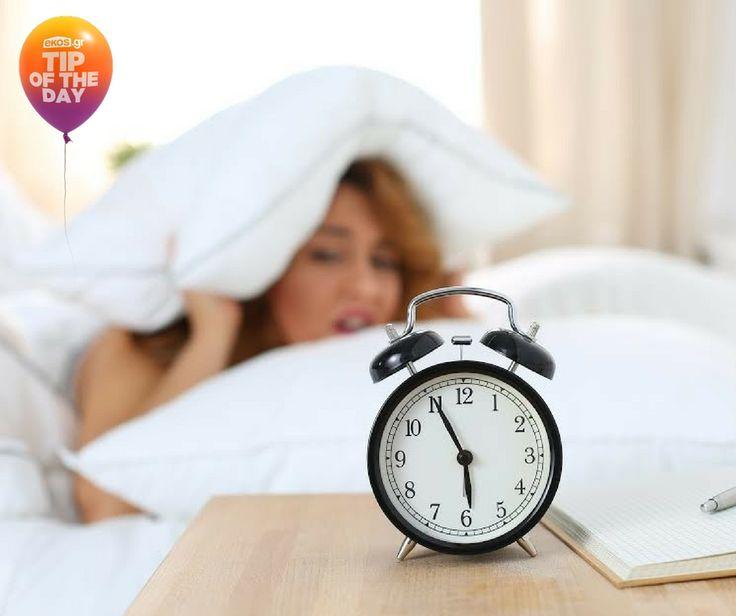 Για πιο ξεκούραστο ύπνο, προτίμησε ένα κλασικό ρολόι- ξυπνητήρι και όχι το κινητό σου! Το μπλε φως που εκπέμπουν τα smartphones διαταράσσει τον ύπνο χειρότερα απ' ότι το φυσικό φως.
