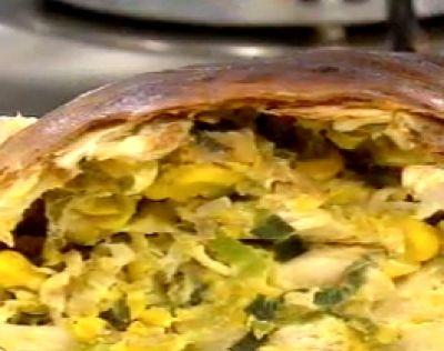 Tarta enroscada de pollo & choclo http://www.cocinerosargentinos.com/recetas/14/2190/Tartas-Tortillas/Tarta-enroscada-de-pollo-y-choclo.html