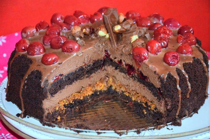 tort czekoladowy z praliną orzechową