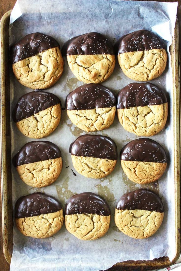 salted chocolate peanut butter cookies #delightfuldesserts Check more at http://blog.blackboxs.ru/category/cooking/