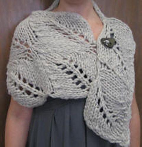¡Pero que elegante capa tejida en agujas! Realmente hermosa.