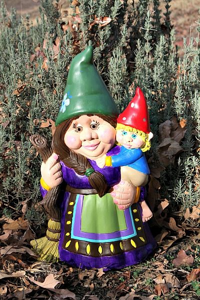 Female Gnome: 17 Best Images About Tree Faces / Gnomes On Pinterest