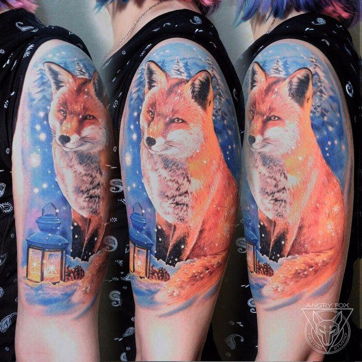 Лиса в снегу с фонариком, тату на плече у девушки (Fox in snow) by Angry Fox Tattoo