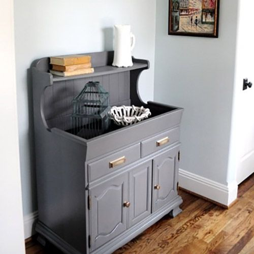 A fresh coat of paint and some new hardware help transform this 1970's dry sink into a great foyer piece.It adds a little bit of modern to a traditional piece. For full post click here. (Visited 108 times, 1 visits today)
