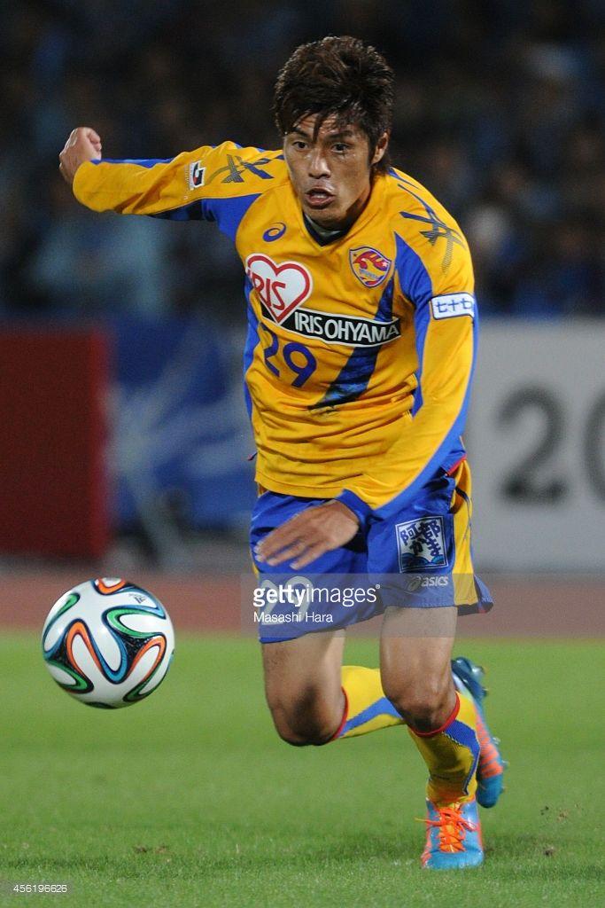 taikai-uemoto-of-vegalta-sendai-in-action-during-the-jleague-match-picture-id456196626 (683×1024)