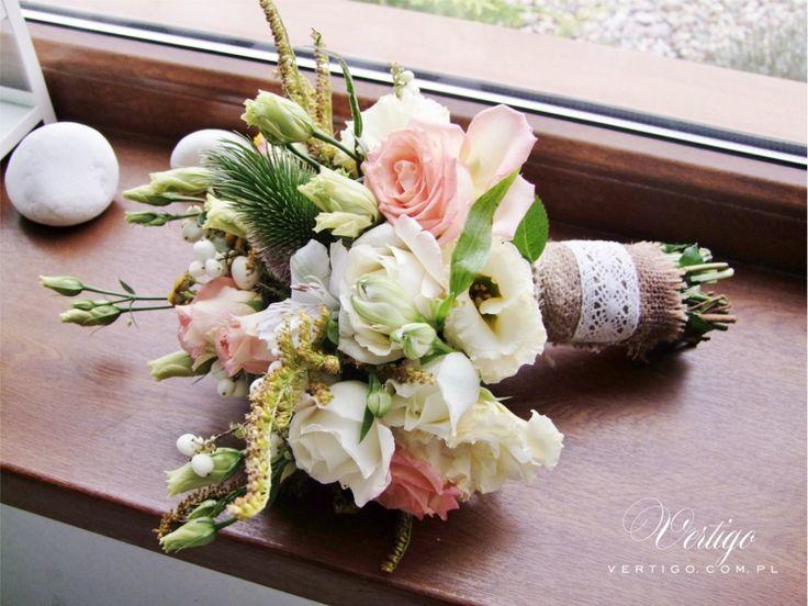 rustic wedding, rustic wedding bouquet, jute, lace, field flowers