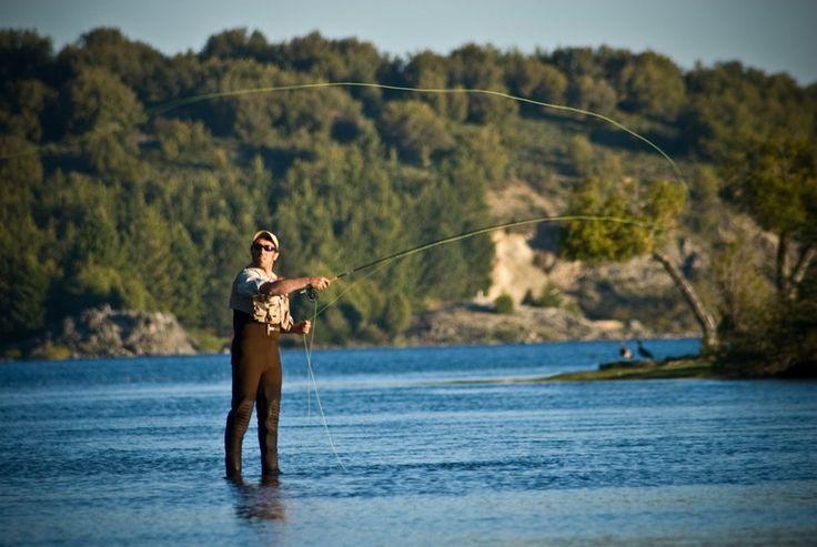Pesca de truchas y salmones en Neuquén - http://www.absolut-argentina.com/pesca-de-truchas-y-salmones-en-neuquen/