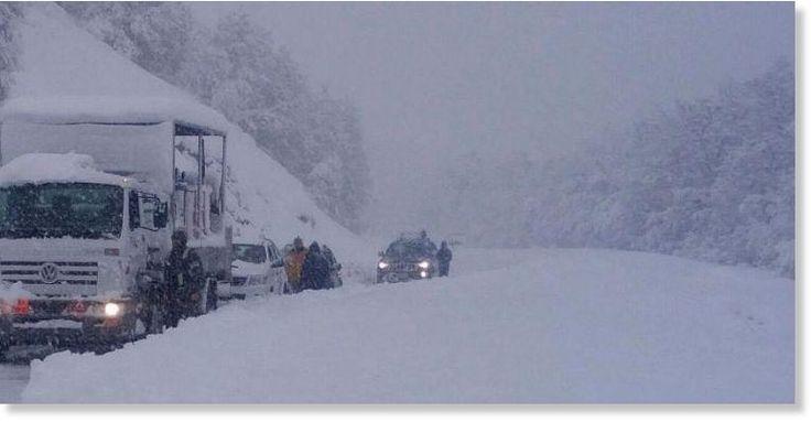 Le record absolu des températures les plus basses enregistrées en Argentine a établi lundi matin à San Carlos de Bariloche. Cette météo sans précèdent a fait deux victimes et a privé 25.000 personnes d'électricité. Le service national...