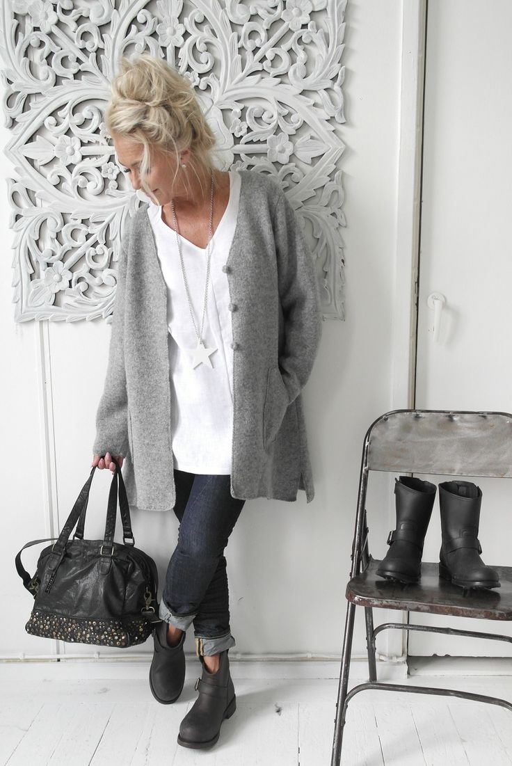 BYPIAS Hand-knitted wool cardigan / @bypiaslifestyle www.bypias.com